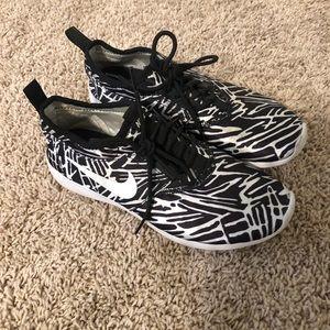 Nike Black and White 7 Shoe